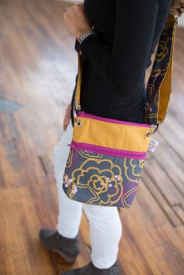 Small messenger in Graphic Bloomswith gold