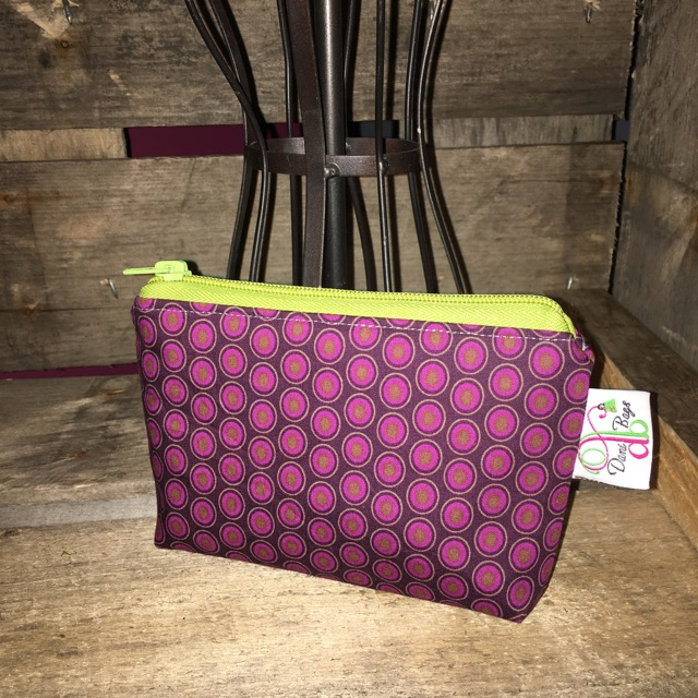 Zippered pouch in oval elements