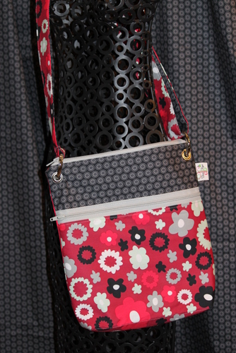 Large Zippered Messenger in Poppy Fields Merlot