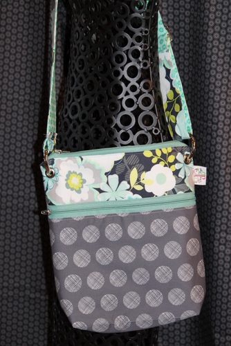 Large Zippered Messenger in cosmopolitin Teal zip