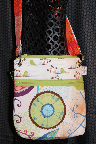 Large Zippered Messenger in Birds