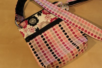 Small Messenger in Fuchsia Dots