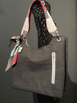 Sachet Bag in Wicked with Grey zip