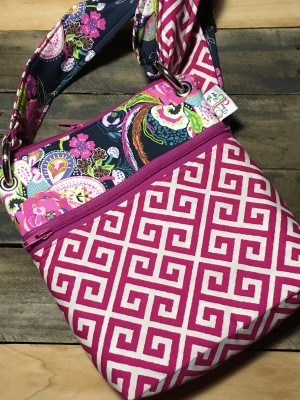 Small Messenger in Pluck Zinnia Fuschia Zip
