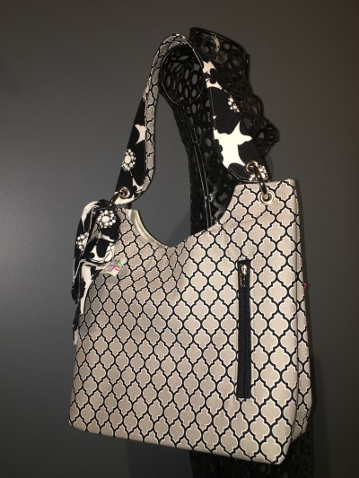 Sachet Bag in Grey/Black Quatrefoil