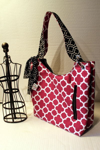 Small Sachet Bag in Fuschia Quatrefoil