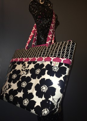 Zippered Vital Tote in Opposites Attract