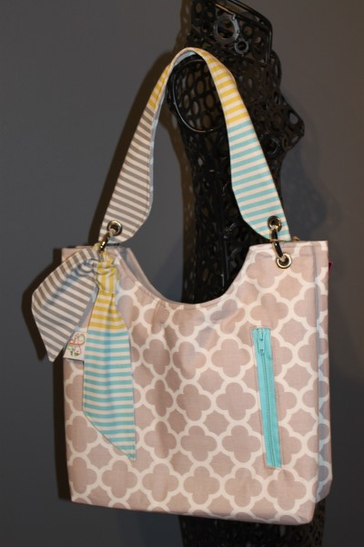 Small Sachet Bag in Grey Quatrefoil
