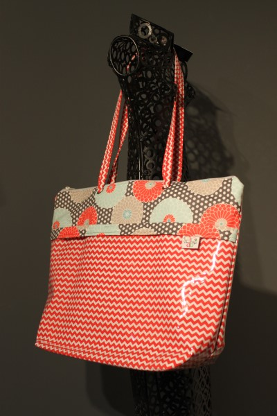 Zippered Vital Tote in Springdale
