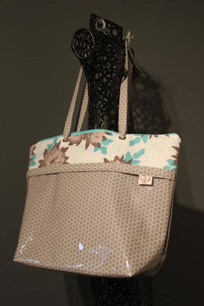 Zippered Vital Tote in Grey Dots