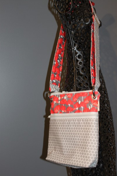 Small Messenger in Grey dots