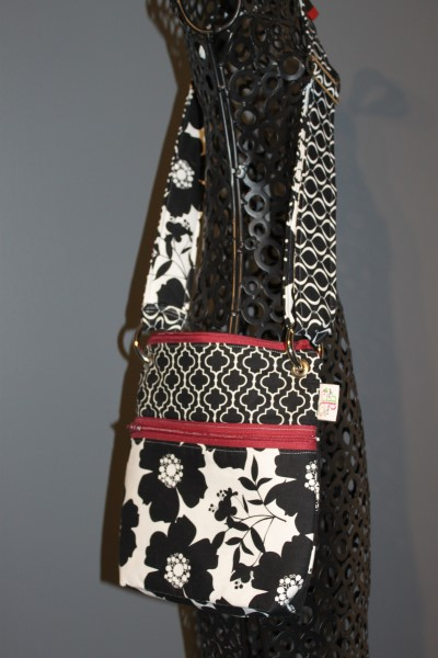 Small Messenger in opposites attract Red Zip