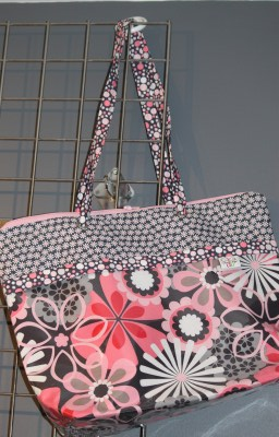 Zippered Vital Tote in Flower Showers and Daisys