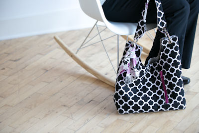 Sachet bag in black quartrefoil